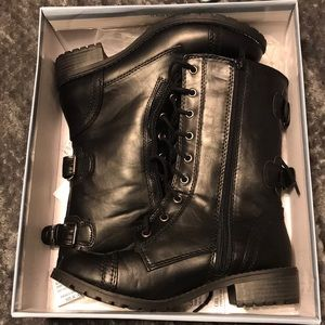BRAND NEW SIZE 8 COMBAT BOOTS